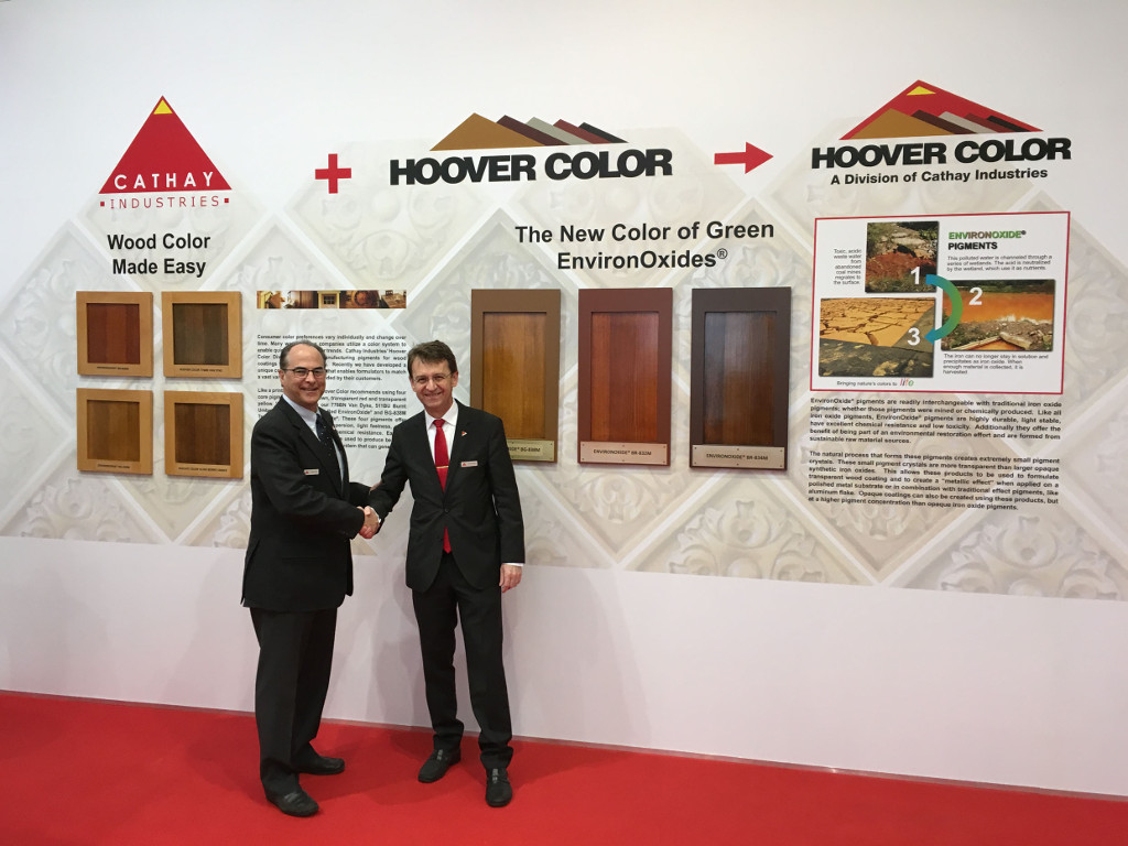 Hoover Color, CATHAY INDUSTRIES' new business unit, promoted its semi-transparent Raw and Burnt Umbers as well as transparent EnvironOxide® pigments. Charles Hoover (left), President of Hoover Color Corporation, and Axel Schneider, CEO CATHAY INDUSTRIES Europe, were pleased about the vivid interest in their products.